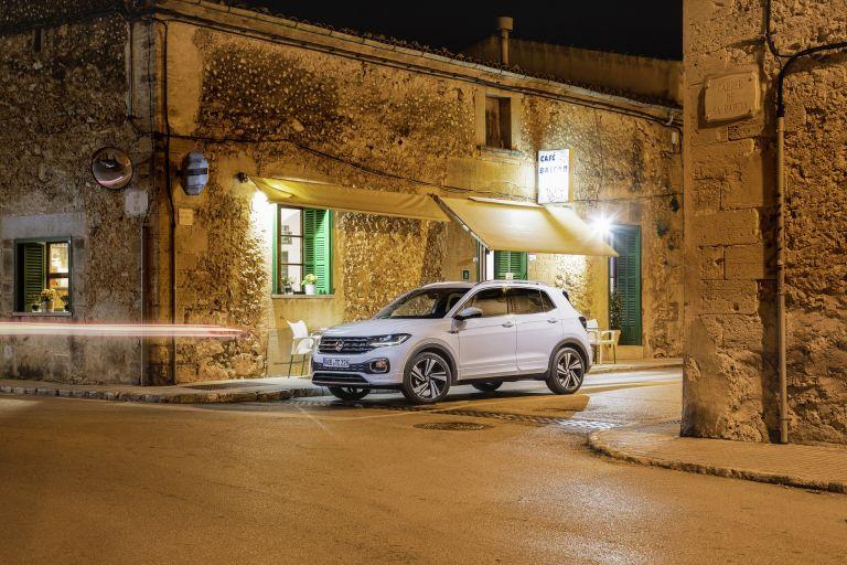 Volkswagen T-Cross: Τα συστήματα ασφαλείας, δεξί χέρι του οδηγού | tanea.gr
