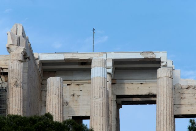 Αποκαταστάθηκε το αλεξικέραυνο στον αρχαιολογικό χώρο της Ακρόπολης | tanea.gr