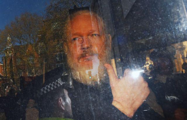 Τζούλιαν Ασάνζ: «Για λογαριασμό» των ΗΠΑ η σύλληψή του Mr. Wikileaks | tanea.gr