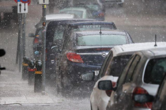 Χαλαζοκαταιγίδα στο κέντρο της Αθήνας - Εμφραγμα σε κεντρικούς δρόμους | tanea.gr