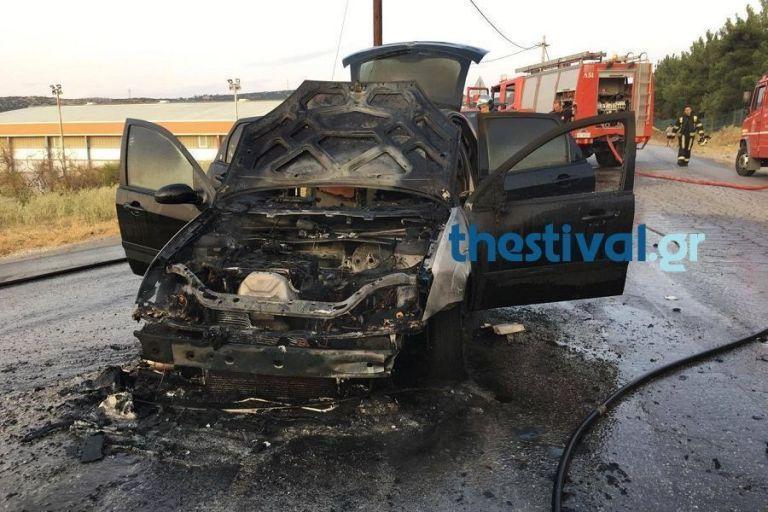 Θεσσαλονίκη: Φωτιά σε εν κινήσει αυτοκίνητο στην Εθνική Οδό | tanea.gr