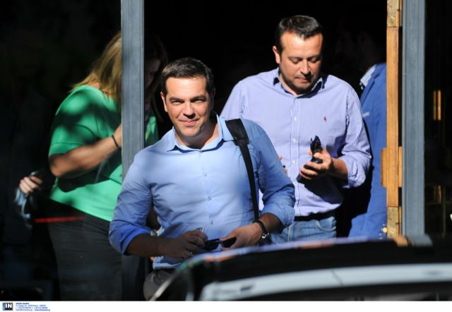 Government rocked by Petsitis affair, Pappas dissociates himself from schoolmate | tanea.gr