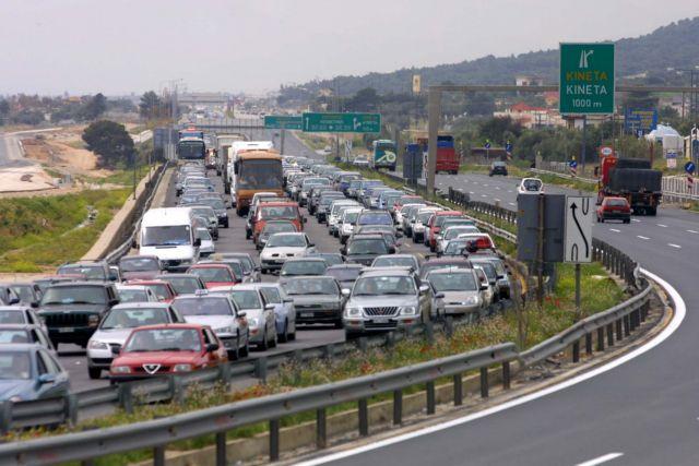 Επιστροφή εκδρομέων : Ουρά χιλιομέτρων λόγω τροχαίου στην Κινέτα | tanea.gr