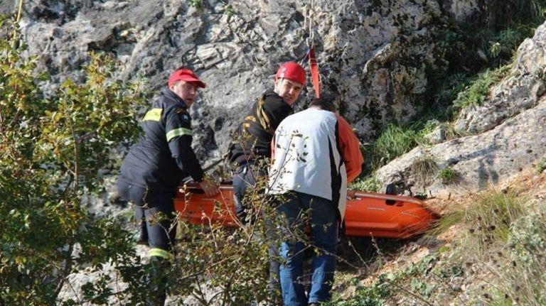 Τραγικός επίλογος στο Ξυλόκαστρο: Ανασύρθηκαν και οι τελευταίες σοροί   tanea.gr