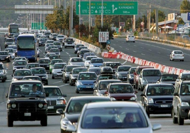 Κατά χιλιάδες επιστρέφουν οι εκδρομείς – Πού παρατηρούνται τα μεγαλύτερα προβλήματα | tanea.gr