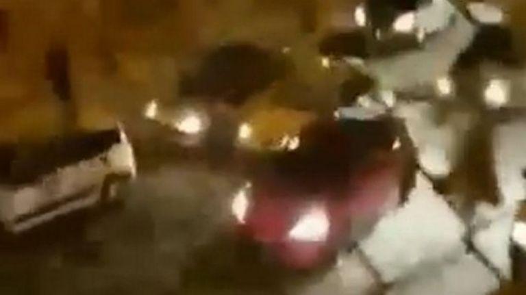 Η στιγμή της επίθεσης οπαδών της ΑΕΚ σε αυτοκίνητο με φίλους του Ολυμπιακού (vid) | tanea.gr