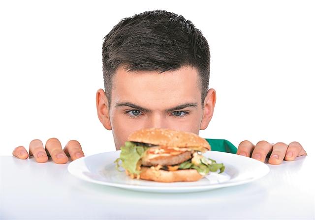Η κακή διατροφή πιο θανατηφόρα από το κάπνισμα | tanea.gr