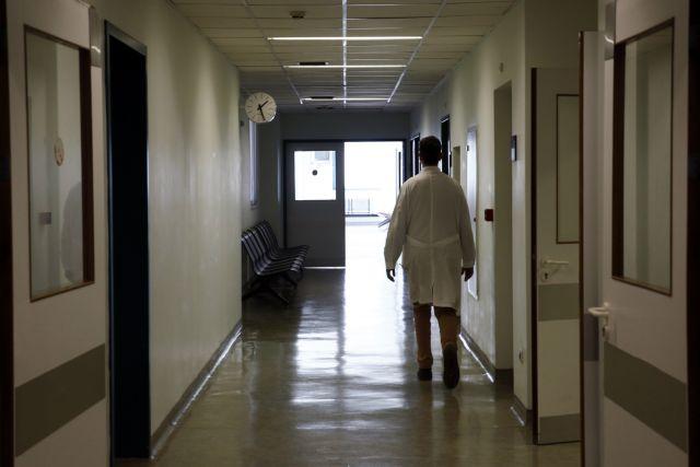 Καταγγελία κατά γιατρού του νοσοκομείου «Άγιοι Ανάργυροι» για ρατσιστικές επιθέσεις | tanea.gr