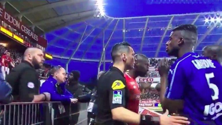 Παίκτης της Αμιέν ζήτησε τον λόγο από τους οπαδούς για την ρατσιστική τους επίθεση (vid) | tanea.gr