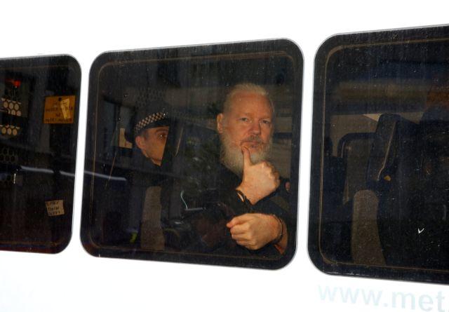 Υπόθεση Ασάνζ: Γιατί κατηγορείται από ΗΠΑ, Βρετανία και Σουηδία | tanea.gr