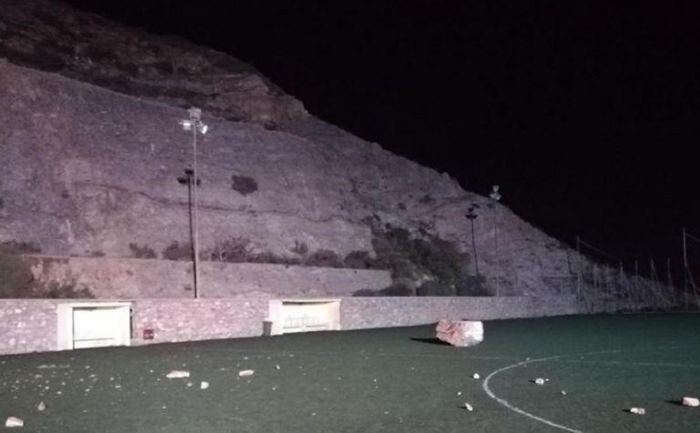 Κατολίσθηση στο γήπεδο της Άνω Σύρου – Έπεσε τεράστιος βράχος | tanea.gr