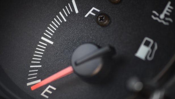Γνωρίζετε πόσα χιλιόμετρα μπορούμε να διανύσουμε με άδειο ρεζερβουάρ; | tanea.gr