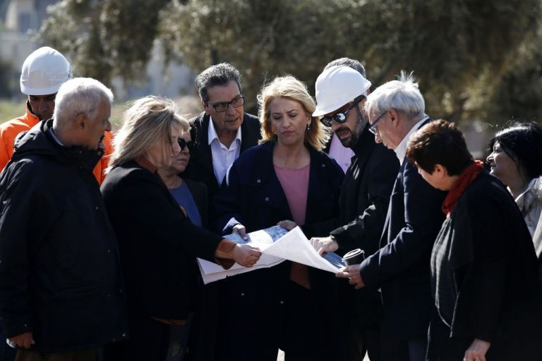 Σόου από Δούρου στη Μάνδα διαφημίζοντας τα αντιπλημμυρικά έργα | tanea.gr