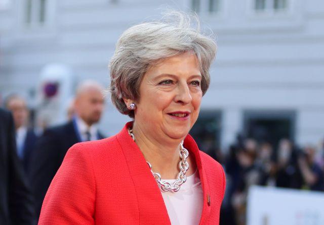 Brexit: Πρώτη παραίτηση υφυπουργού της Μέι | tanea.gr
