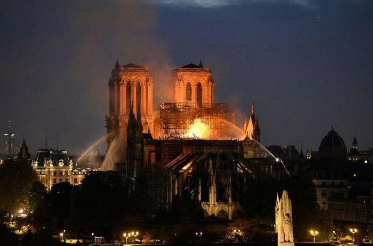 Συγκλονισμένος ο γαλλικός Τύπος από την καταστροφή της Παναγίας των Παρισίων | tanea.gr