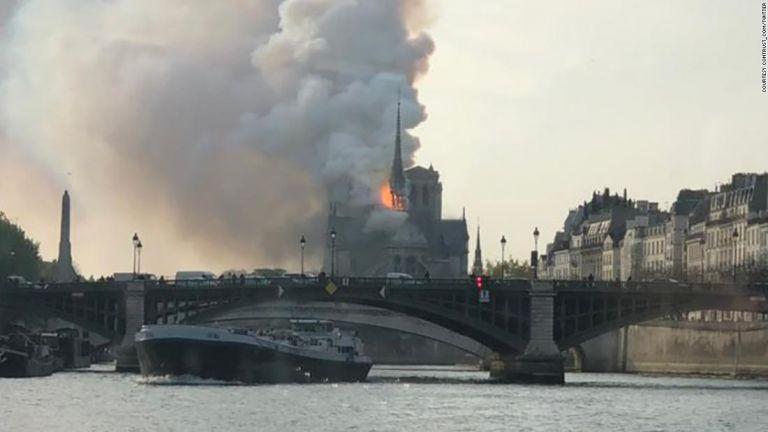 Συναγερμός στο Παρίσι : Στις φλόγες η Παναγία των Παρισίων | tanea.gr