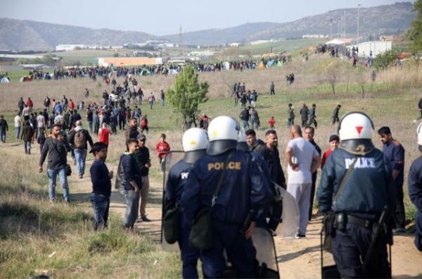 Νέα επεισόδια μεταξύ προσφύγων και αστυνομικών στα Διαβατά | tanea.gr