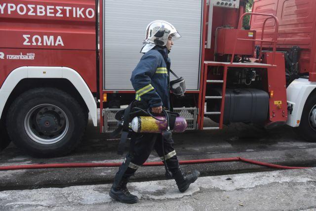 Ηράκλειο Κρήτης: Φωτιά σε επιχείρηση επισκευής σκαφών   tanea.gr