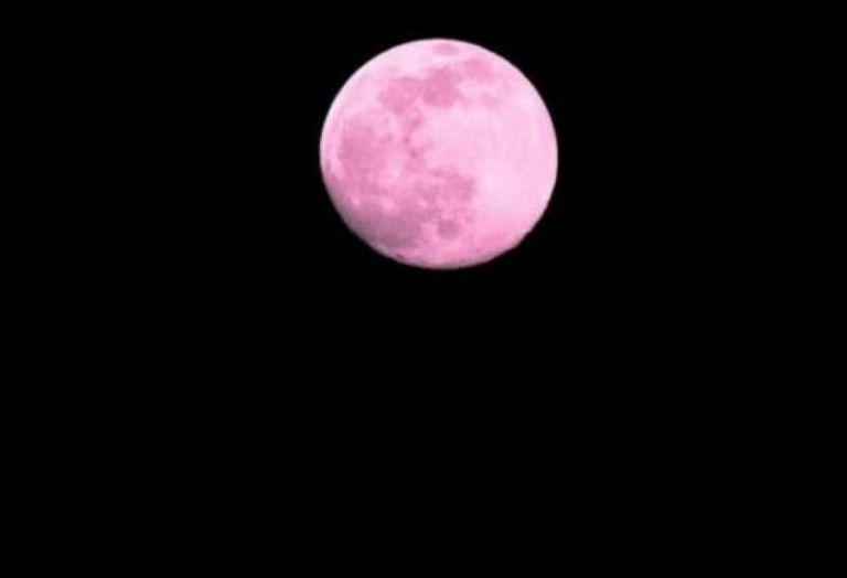 Απόψε η «ροζ πανσέληνος» - Τι συμβολίζει | tanea.gr