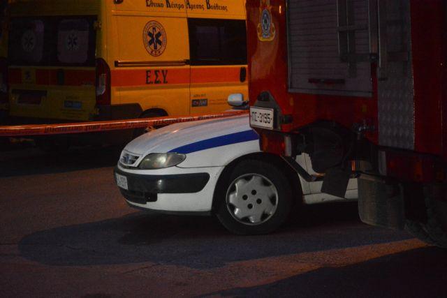 Ν. Σμύρνη: Πάνω από 6 ώρες κρατά όμηρο τoν πατέρα του | tanea.gr
