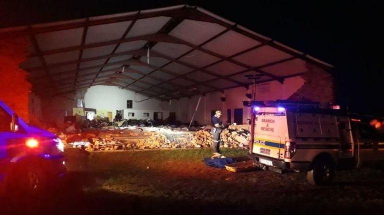 Κατάρρευση εκκλησίας με απολογισμό 13 νεκρούς   tanea.gr