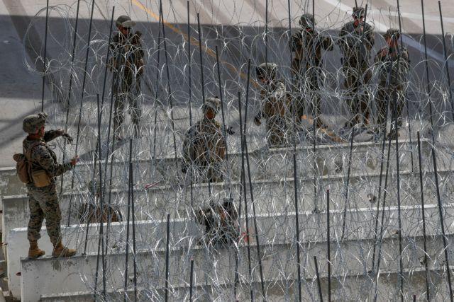 ΗΠΑ: Ο Τραμπ στέλνει ένοπλους στρατιώτες στα σύνορα με το Μεξικό | tanea.gr
