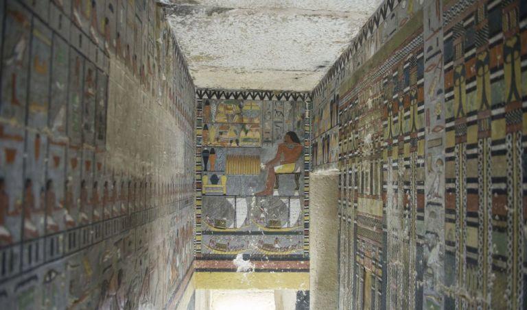 Ανακαλύφθηκε ταφικός θάλαμος 4.000 ετών στο Κάιρο [Εικόνες]   tanea.gr