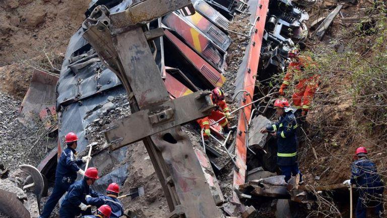 Κίνα: Εκτροχιάστηκε τρένο και καταπλάκωσε σπίτι - Εξι νεκροί | tanea.gr