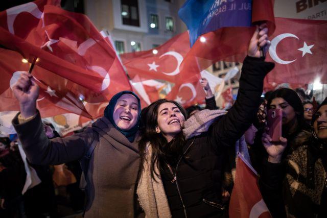 Τουρκία: Θρίλερ στην Κωνσταντινούπολη με δύο νικητές σε μια οριακή κατάσταση | tanea.gr