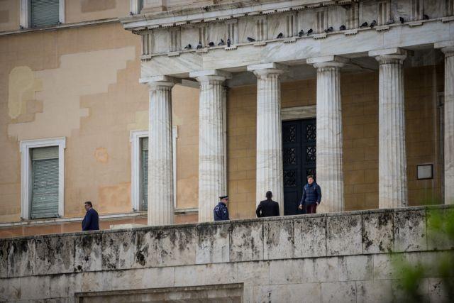 Τηλεφώνημα για βόμβα στη Βουλή | tanea.gr