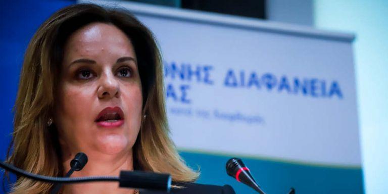 Η Ξεπαπαδέα επιβεβαιώνει ότι ήταν ταυτόχρονα στο υπ. Δικαιοσύνης και στον Αρτεμίου | tanea.gr