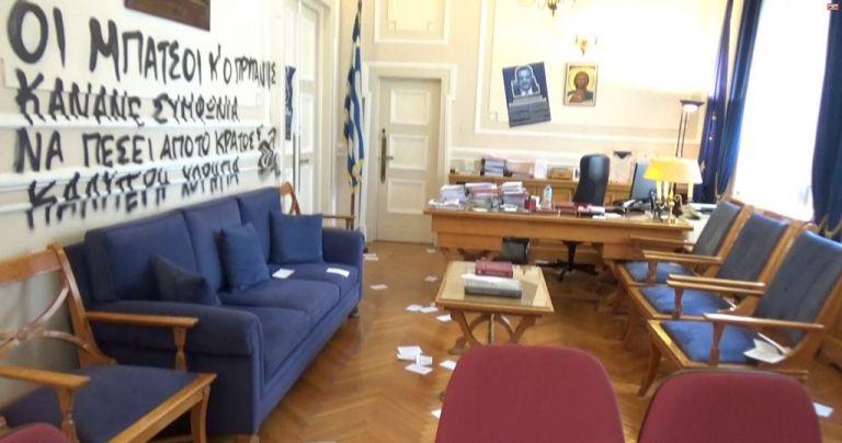 Νέα επίθεση κουκουλοφόρων στο Οικονομικό Πανεπιστήμιο | tanea.gr
