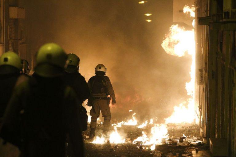 Μπαράζ εμπρησμών σε αυτοκίνητα τα ξημερώματα στην Αθήνα | tanea.gr