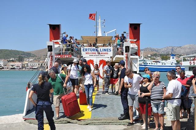 «Εισβολή» Τούρκων τουριστών στα ελληνικά νησιά | tanea.gr