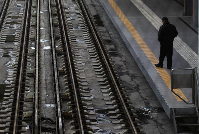 Η Ελλάδα σκοτώνει τα παιδιά της - Κορίτσι 14 χρονών αυτοκτόνησε στον ΗΣΑΠ | tanea.gr