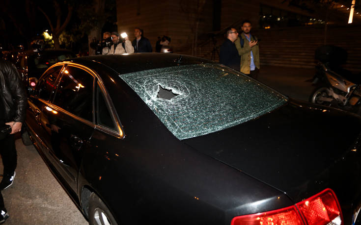 Κουκουλοφόροι έσπειραν τον πανικό σε προεκλογική εκδήλωση της ΝΔ | tanea.gr