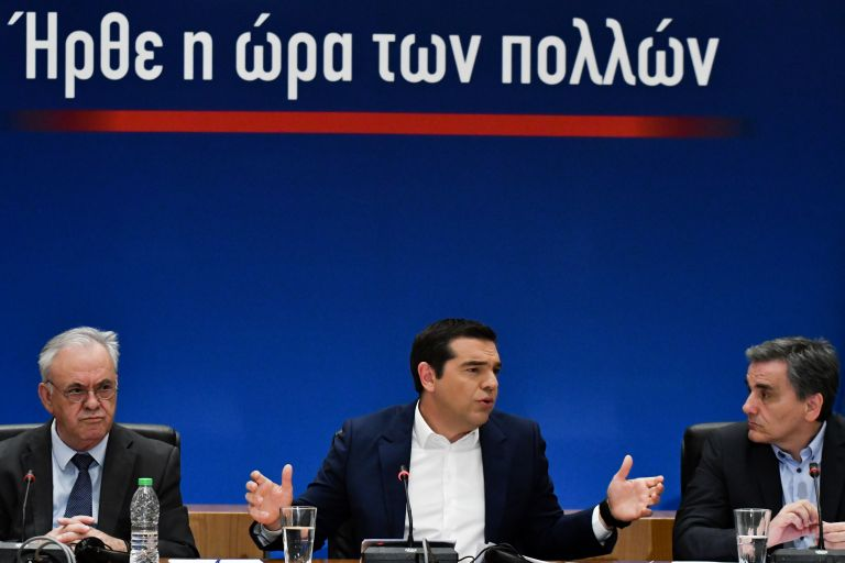 Μόνιμη 13η σύνταξη από το 2019 - Μειώνεται ο ΦΠΑ σε εστίαση, ηλεκτρικό και φυσικό αέριο | tanea.gr