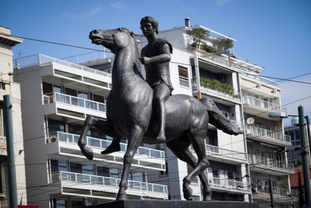 Βανδάλισαν το άγαλμα του Μεγάλου Αλεξάνδρου στην Αθήνα   tanea.gr