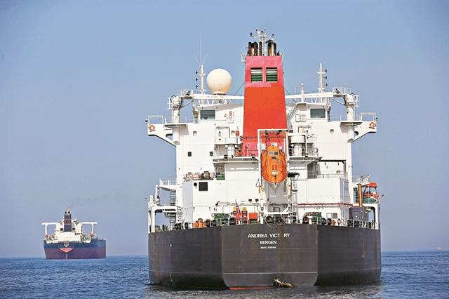 Φωτιά στο πετρέλαιο από επιθέσεις σε δεξαμενόπλοια | tanea.gr