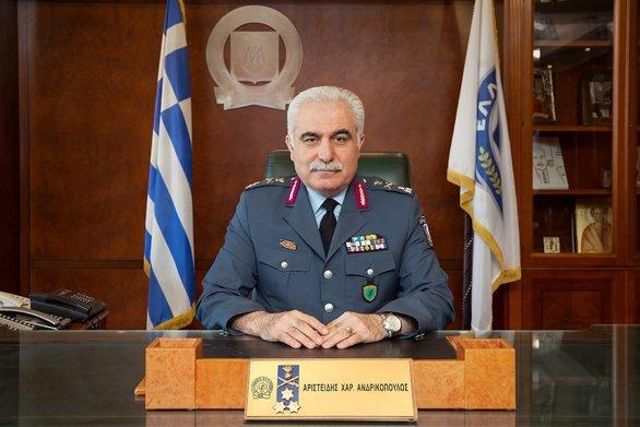 Με «προσωρινή απόλυση»απειλείται ο αρχηγός της ΕΛ.ΑΣ. που πήγε στην συγκέντρωση του ΣΥΡΙΖΑ | tanea.gr