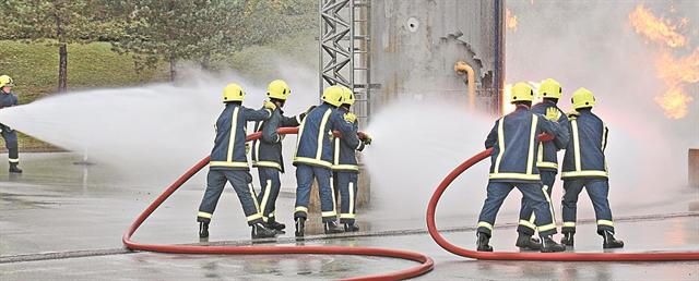 Πυροσβέστες - οδηγοί για Ασπρόπυργο και Ελευσίνα   tanea.gr