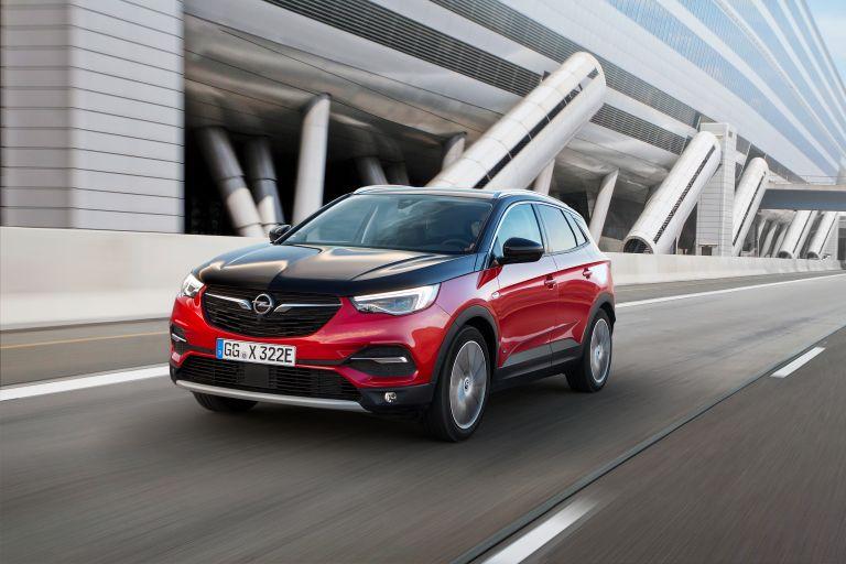 Opel Grandland X Hybrid4:  Το πρώτο ηλεκτρικό - υβριδικό μοντέλο ξεκινάει την εμπορική του καριέρα | tanea.gr