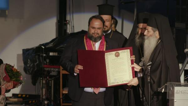 Metropolitanate of Piraeus honours Marinakis in celebration of solidarity | tanea.gr