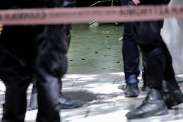 Οικογενειακή τραγωδία στο Π. Φάληρο: Μαχαίρωσε την αδερφή του έξω από το σπίτι της | tanea.gr