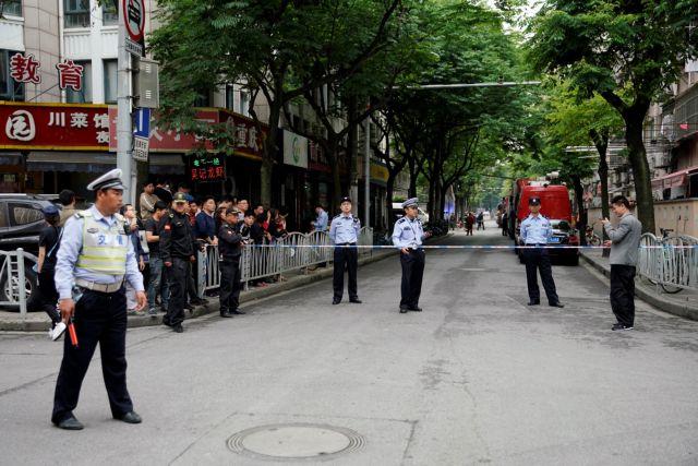 Κίνα: Τουλάχιστον 10 άνθρωποι έχουν παγιδευτεί μετά την κατάρρευση κτιρίου | tanea.gr