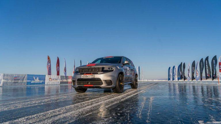 Ρεκόρ ταχύτητας σε παγωμένη λίμνη για θηριώδες SUV με 717 ίππους | tanea.gr