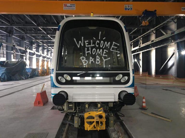 Θεσσαλονίκη: Σβήνουν τα γκράφιτι από τα βαγόνια του μετρό | tanea.gr