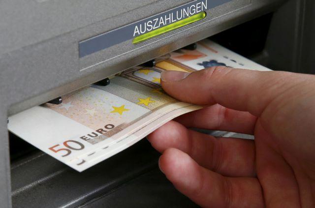 Μοιράζουν λεφτά όπως μπορούν: Επιστροφή φόρου σε χιλιάδες δικαιούχους πριν τη κάλπη | tanea.gr