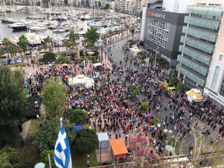 Λίγος κόσμος στη συγκέντρωση του Τσίπρα στον Πειραιά | tanea.gr
