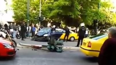 Συγκλoνίζουν οι εικόνες από το σοβαρό τροχαίο στην Πατησίων | tanea.gr